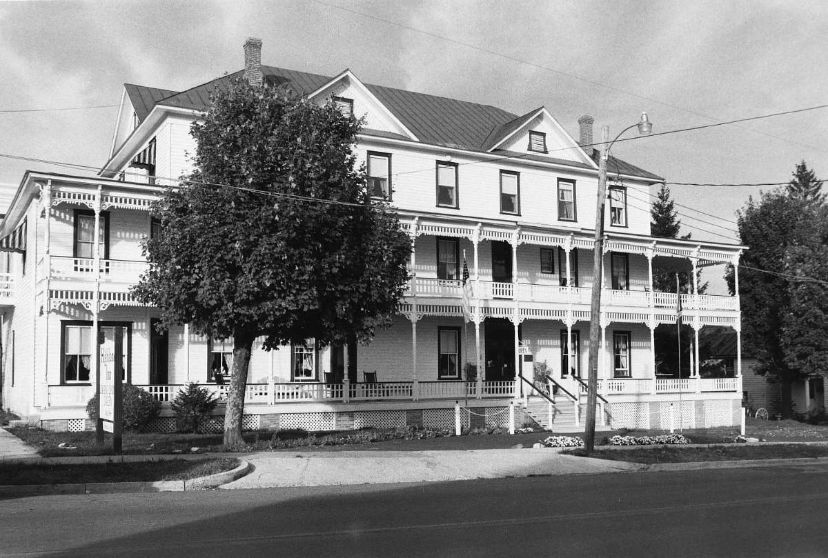 Monterey Hotel (Highland Inn)