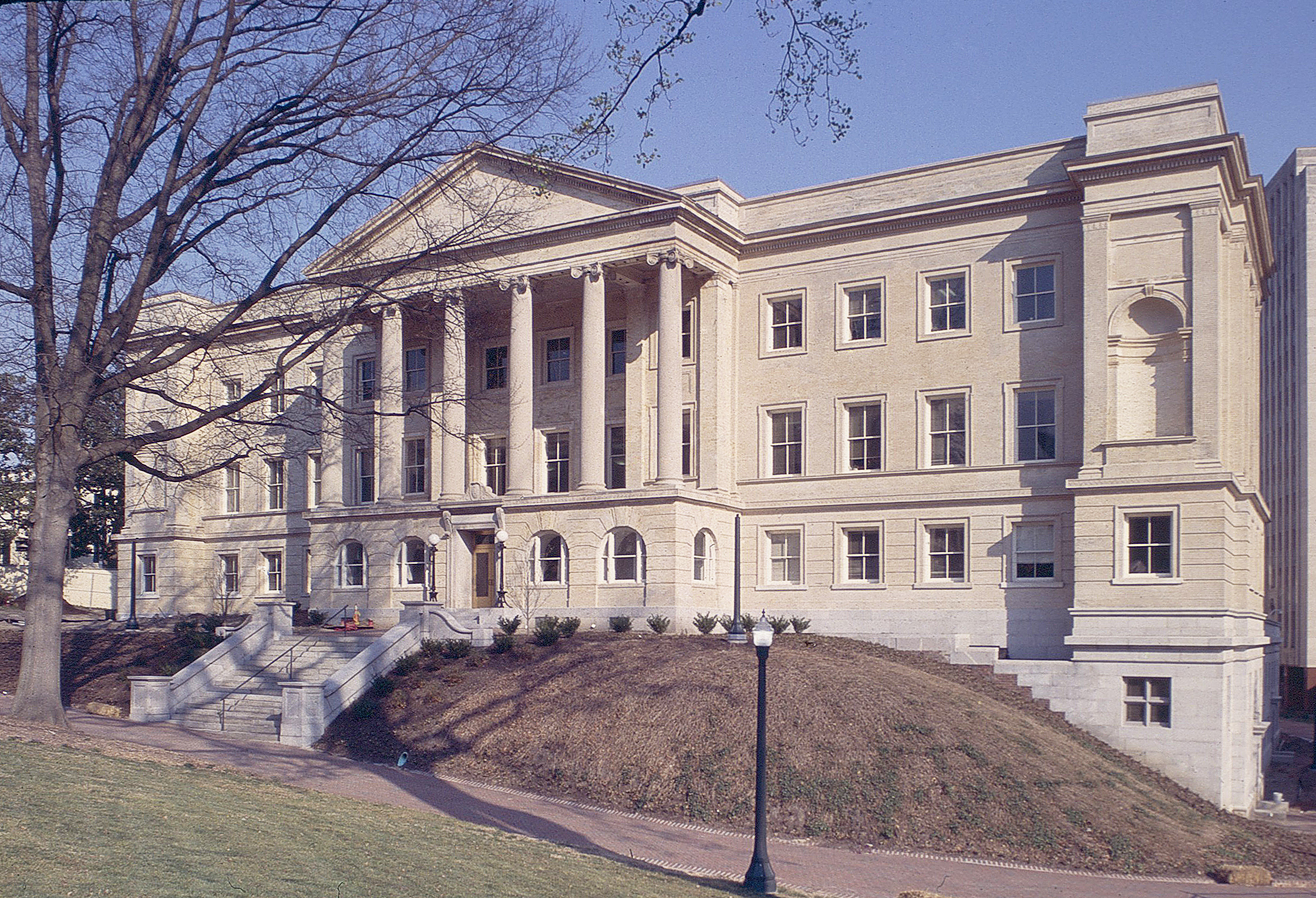 Virginia State Library (Oliver Hill Building)