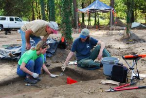 Archeological Society of Virginia volunteers work a threatened site at Great Neck.