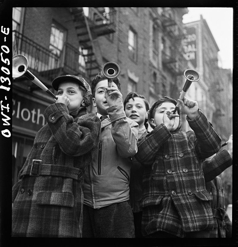 happyNY_Marjory_Collins_1943_NYC_Off_War_Info