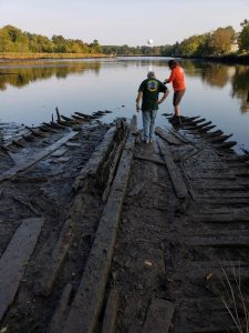 Archaeologists investigating shipwreck.