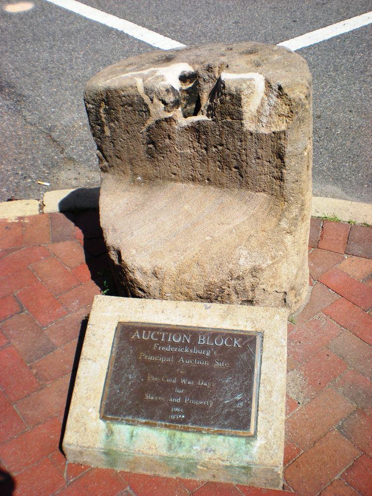 Slave_Auction_Block,_Fredericksburg,_Virginia_-_Stierch