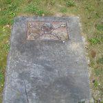 Capstone with skull and crossbones